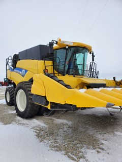 Combine For Sale 2014 New Holland 7090