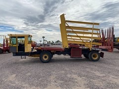 Bale Wagon-Self Propelled For Sale New Holland BW38