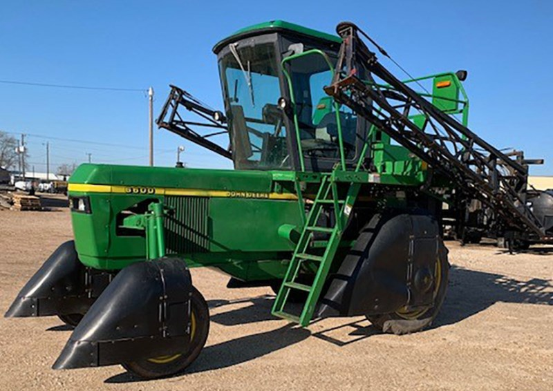 2000 John Deere 6600 Sprayer-Self Propelled For Sale