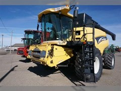 Combine For Sale 2003 New Holland CR960 , 330 HP