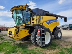 Combine For Sale 2015 New Holland CR7.90