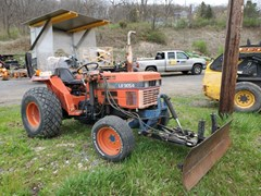 Tractor - Compact Utility For Sale 2004 Kioti LK3054 , 30 HP