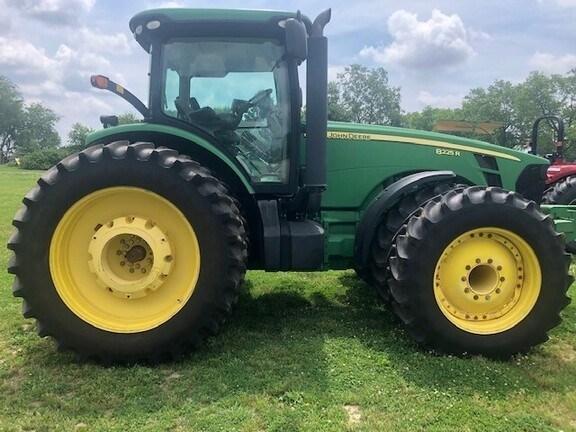 2010 John Deere 8225R Tractor - Row Crop For Sale