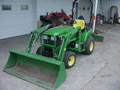 Tractor - Compact Utility For Sale John Deere 2210 , 22 HP
