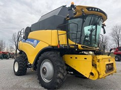 Combine For Sale 2016 New Holland CR7.90