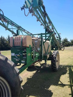 Sprayer-Pull Type For Sale 2010 Great Plains TSF660