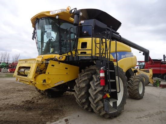 2009 New Holland CR9070 Combine For Sale