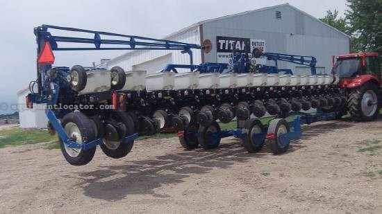 2004 Kinze 3600 Planter For Sale