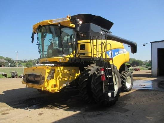 2008 New Holland CR9070 Combine For Sale