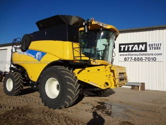2009 New Holland CR9080 Combine For Sale