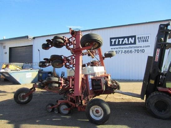 NULL International 900 Planter For Sale