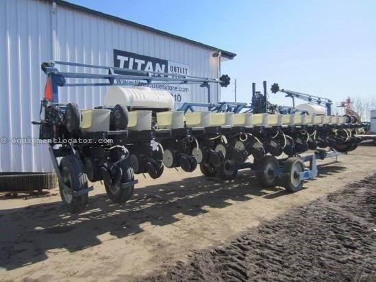1996 Kinze 2600 Planter For Sale
