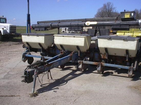 Planter For Sale:  1997 Kinze 2000