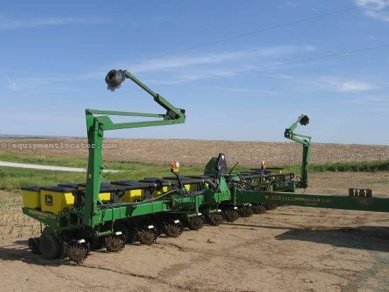 1997 John Deere 1760 12r30 Planter For Sale At Equipmentlocator Com