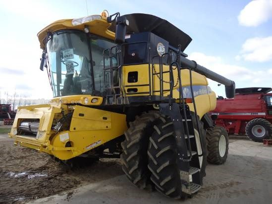 2010 New Holland CR9070 Combine For Sale