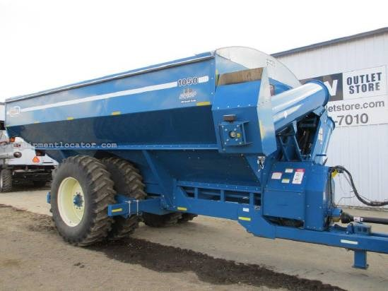 2003 Kinze 1050, 1000 PTO, Light Pkg, Tarp, Hyd Auger Grain Cart For Sale