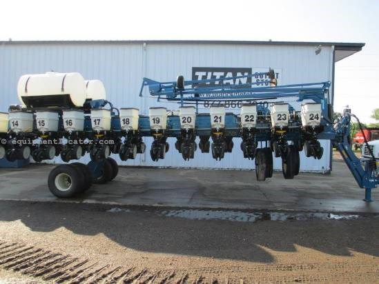 2011 Kinze 3700,24R30.Row Clutches,Mech Meter,Liquid Fert   Planter For Sale