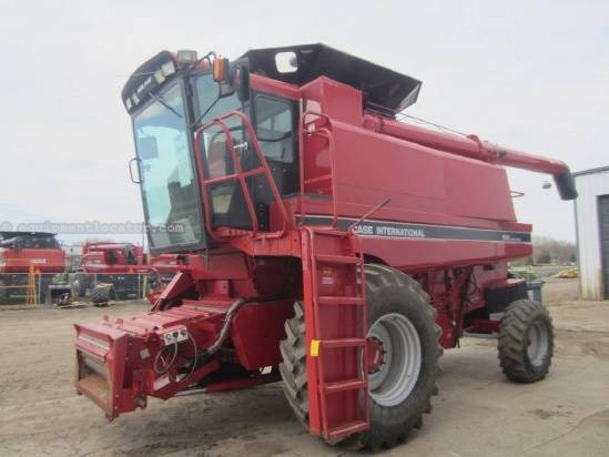 1993 Case IH 1688, HD Rear Axle, Chopper, Spreader, 4609 Eng Hr Combine For Sale