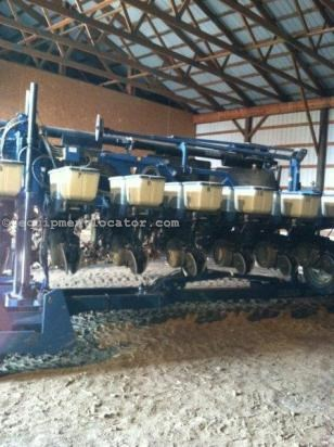 Planter For Sale:  Kinze 2600