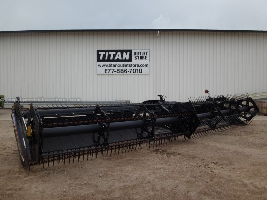 2004 MacDon 973 - 30 ft, Gauge Whls (460,465,470,475,480,485) Header-Draper For Sale