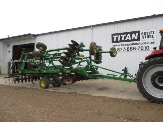2006 John Deere 512, 22Ft, 6 Inch Width, Lights, 9 Shank Disk Ripper For Sale
