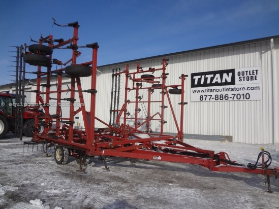 1992 Case IH 4900 - 40 ft, 7 inch spacing, Harrow, Rear Hitch Field Cultivator For Sale