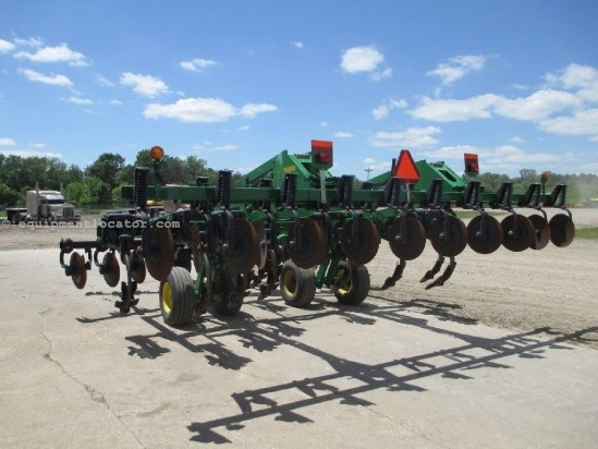 "2008 John Deere 2700, 18Ft, 9 Shank, Concave Disc Gang,24"" Spacing Disk Ripper For Sale"