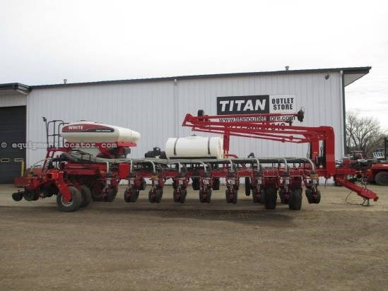 2010 White 8500, 24R30, Pull Behind, Tru Count Clutches Planter For Sale