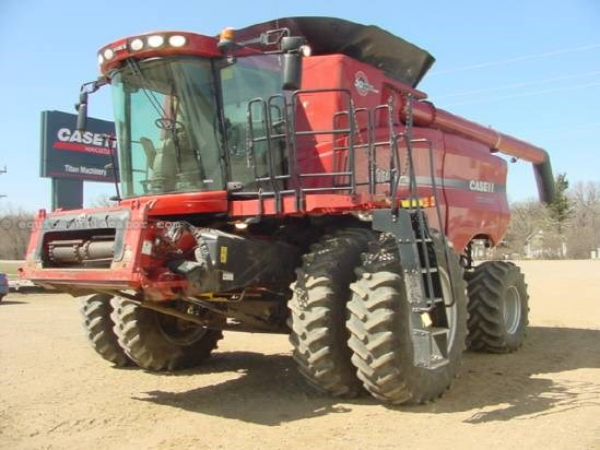 2007 Case IH 8010 - Sep Hrs 1535, Duals, 24 ft, Pro600 Combine For Sale