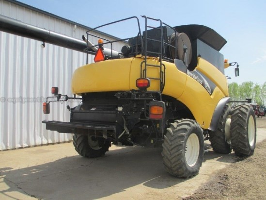 2004 New Holland CR970 - Sep Hrs 2003, 20.8R42 Dls, Chopper, RT Combine For Sale