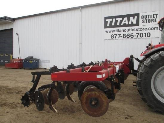 "2010 DMI 8HCS, 24', 8 Shank, 36"" Spacing, 1 Section Field Cultivator For Sale"