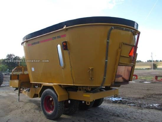 2009 Haybuster CMF 700, 135 HP Minimum, RH Discharge, Scale Feeder Wagon-Portable For Sale