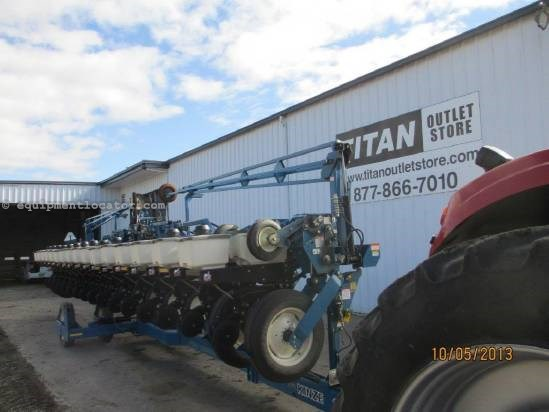 2004 Kinze 3600, 16R30, On Row Seed Hopper, Drawbar Hookup  Planter For Sale