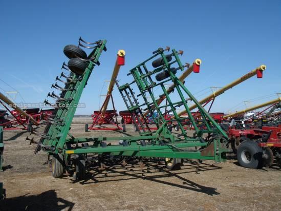 John Deere 960, 35', 70 Shank, 3 Section, 5 Bar Frame,Hyd Fld Field Cultivator For Sale
