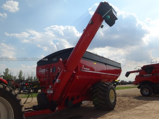 2012 Parker 1348 - 1325 bu, 76.50-32 tires, Scale, Tarp Grain Cart For Sale