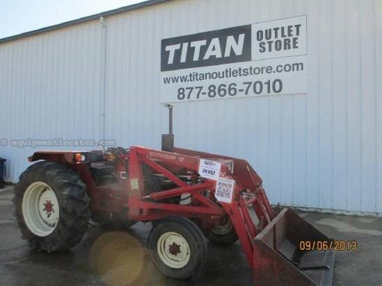 "1979 Case IH 684, 2130 Hrs, 1 Remote, 540 PTO, 3 Pt, 72"" Bucket Tractor For Sale"