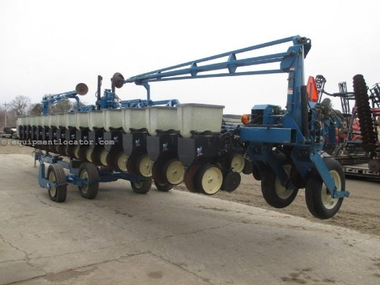 1999 Kinze 2600,16/31, Markers, PT, Mech Meter, Pivot Trans  Planter For Sale