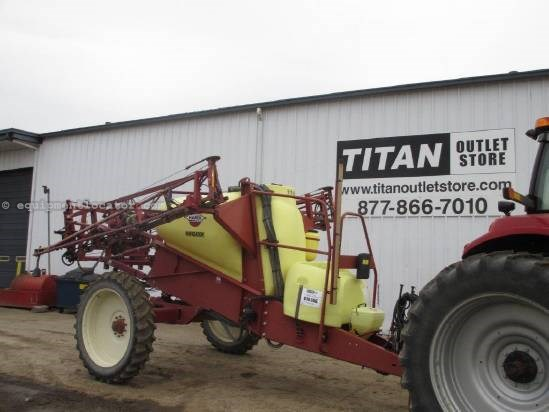 2006 Hardi NP1100, 60' Booms, Front Fold, Monitor, Susp Boom Sprayer-Pull Type For Sale
