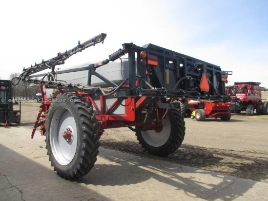 2008 Redball 580, 80' Booms, Front Fold, Triple Nozzle Sprayer-Pull Type For Sale