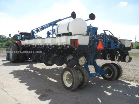 2000 Kinze 3700, 24R22, Markers, Front Fold, Trash Wheels Planter For Sale