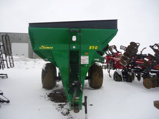 2010 Demco 850 - 850 Bushels, 1000 pto, 30.5R32 Grain Cart For Sale