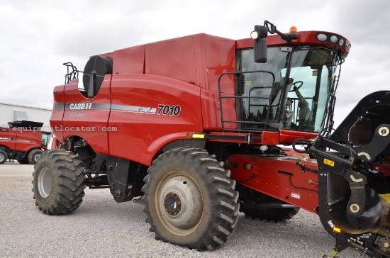 Combine For Sale:  2007 Case IH 7010, 1676 Est Hours, 144999.00 USD