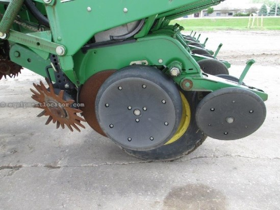 1996 John Deere 1760,12R30,Vac Met,Rigid Tool Bar,Row Unit Hoppers Planter For Sale