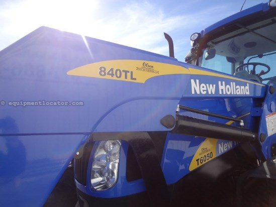 2011 New Holland T6050 Elite - 386 hrs, Loader/Grapple, Joystick Tractor For Sale