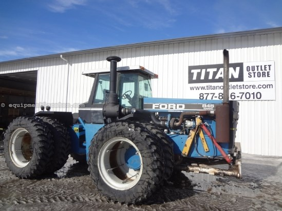 1992 Ford 846 - 5866 hrs, 1000 pto, 20.8R38 Dls, 4 hyd Tractor For Sale