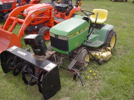 Riding Mower For Sale:  John Deere GT262