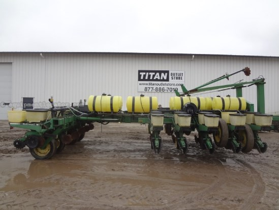 1991 John Deere 7200 - 16R30, Liquid Fert, Vacuum, Front Fold Planter For Sale