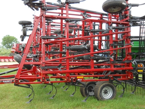 2009 Case IH T200, 60 Ft, 5 Sec, Coil Tine, Spikes  Field Cultivator For Sale
