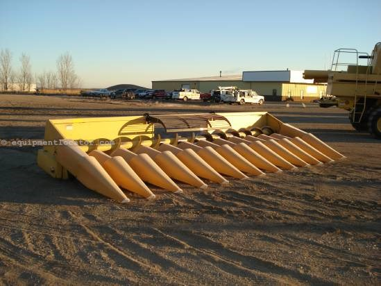 1981 New Holland 974 - 12R20, Fluted Rolls (TR98,TR99) Header-Corn For Sale