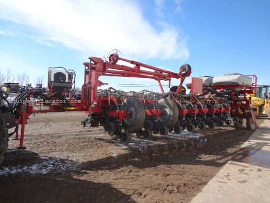 2008 Case IH 1250 - 24R30, Markers, Bulk Fill, Front Fold Planter For Sale